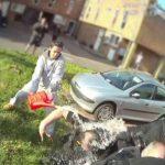 Šokantni posnetki: Osem policistov je bilo politih z gorivom, množica je vpila: 'Zažgite jih!